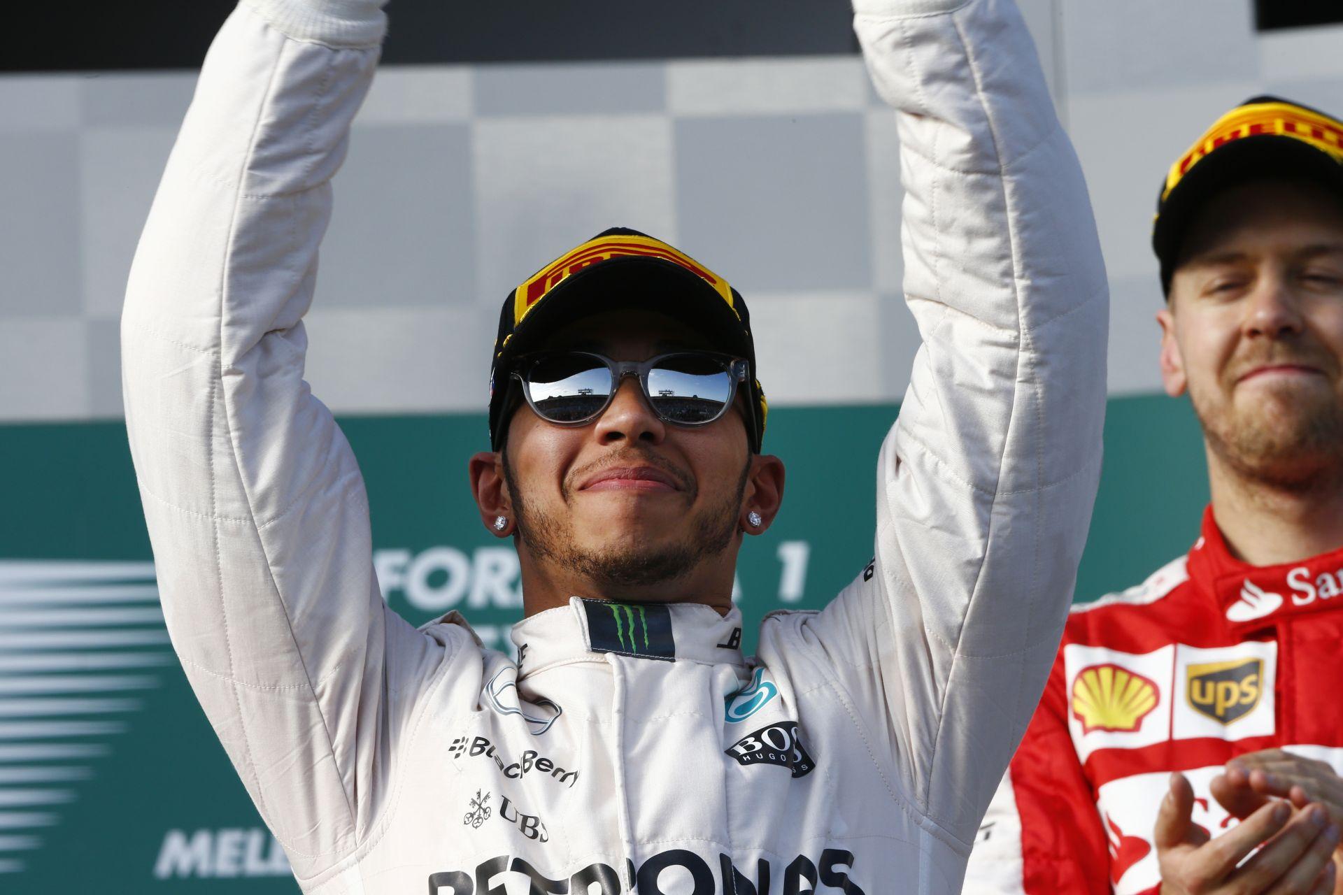 Mercedes: Igen, Hamiltonnak van kapcsolata a Ferrarival!