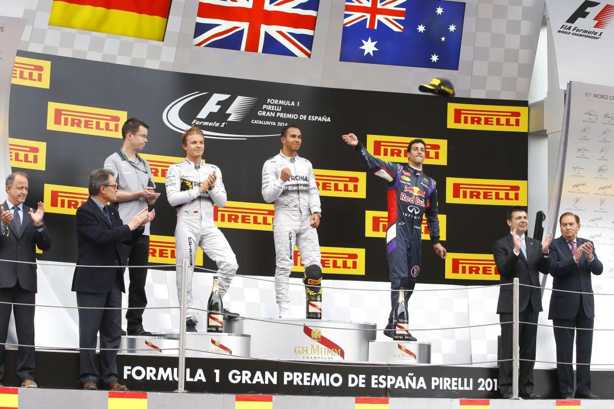 Oda a nagy közösködés és pacsi: egyre kiélezettebb a helyzet Hamilton és Rosberg között