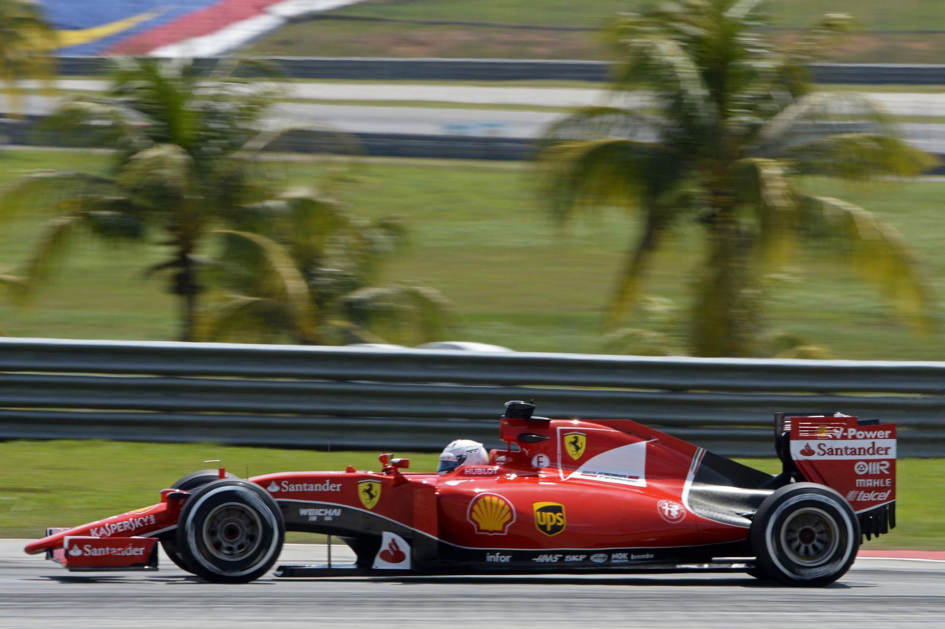 Videón Vettel megpördülése a Ferrarival Malajziából