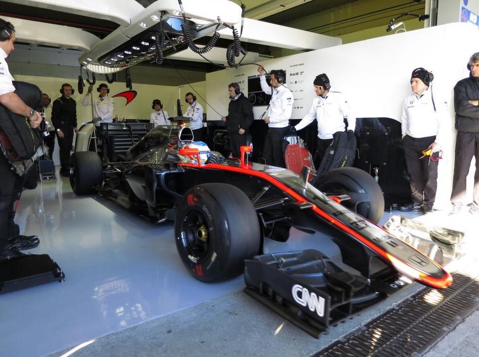 Alapjáraton is hangos az új McLaren-Honda, Alonsóval – videó