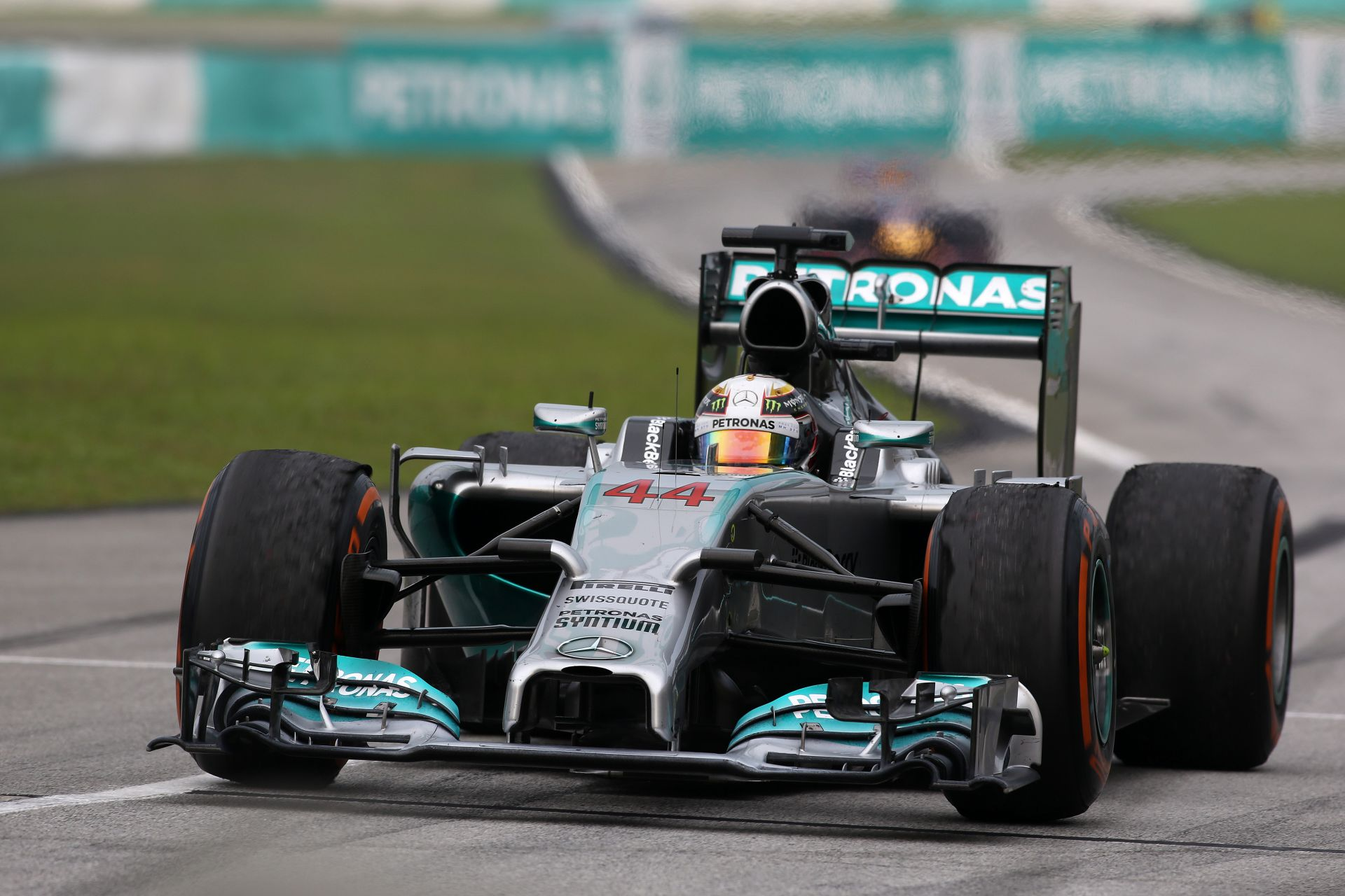 Hamilton nyerte az első szabadedzést Bahreinben Rosberg és Alonso előtt