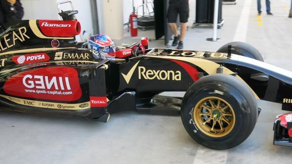 Videók Bahreinből: Grosjean kihajt, majd visszatolják a garázsba
