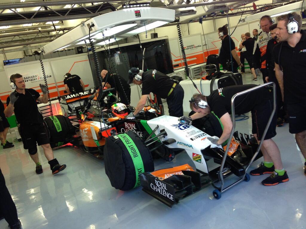 Pérez: megbízhatónak tűnik a Mercedes, de még nekünk is vannak gondjaink