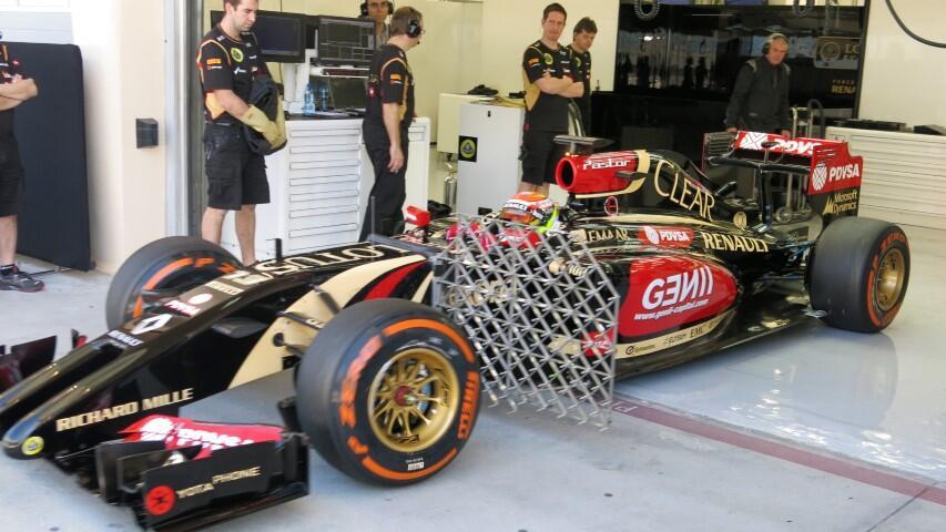 Röviden: a Lotus váltót reptet, holnap késve kezdenek