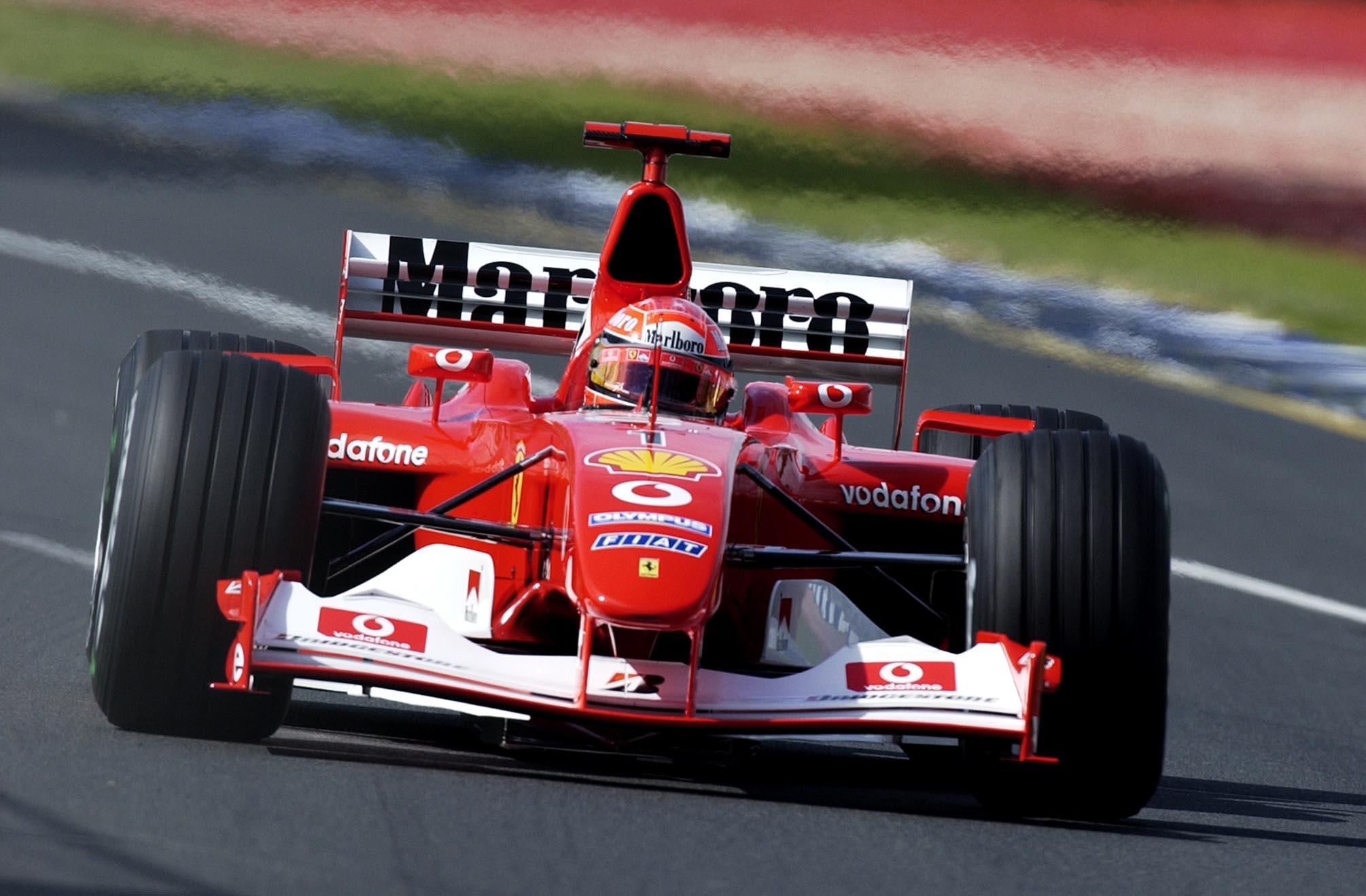 Szóljon hát a Ferrari V10-es motorja: A hideg kiráz tőle