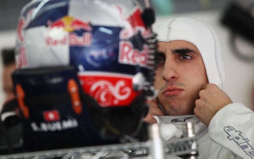 A Mercedes után a Red Bull is 1000 kilométert tesztel Barcelonában