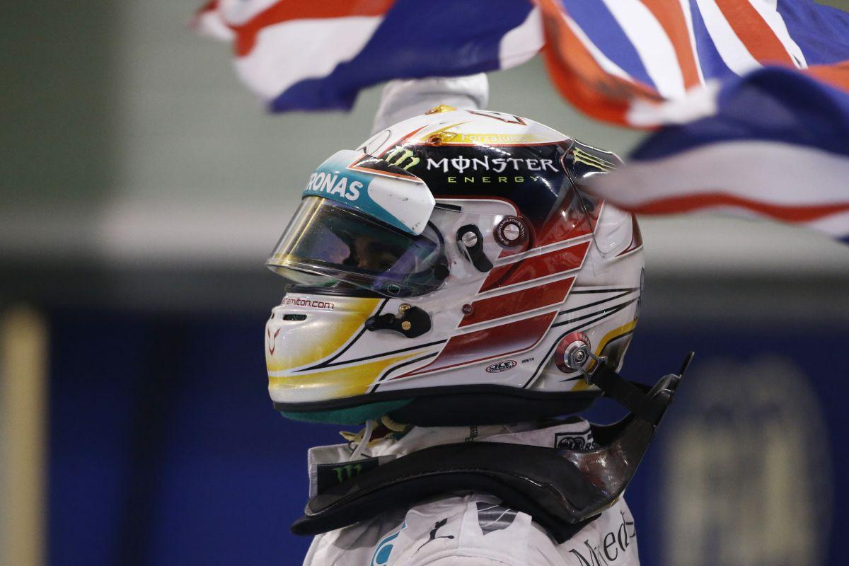 Hamilton kaszál, ha marad a Mercedesnél 2018-ig: hülyeség az egész
