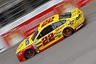 Joey Logano conquista la pole a Michigan