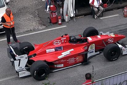 Maga a mennyország: iszonyat durva Formula 3000-es autók a hegyekben