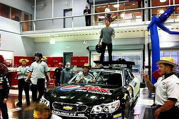 NASCAR: Egyre inkább fertőz az új őrület – videóval