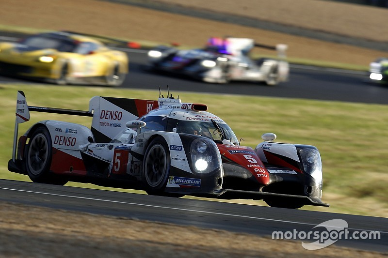 Porsche y Toyota pelean por el triunfo en Le Mans a 4 horas del final