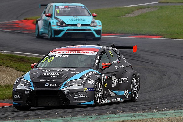 TCR TCR Oschersleben: Mato Homola wint spectaculaire openingsrace