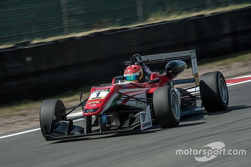 Євро Ф3 у Зандворті: Стролл упевнено переміг у першій гонці
