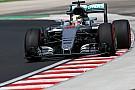Crash maakt voortijdig einde aan VT2 voor Lewis Hamilton