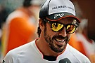 Alonso ziet worstelend Ferrari met lede ogen aan