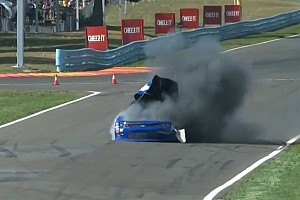 NASCAR XFINITY Noticias Extraña explosión de un coche en la NASCAR