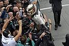 Videón, ahogy Hamilton Kanadában kipattant a Mercedesből, és odaszaladt szerelőihez!