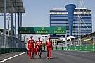 Vettel a kis jegyzetfüzetével járta be a bakui aszfaltcsíkot!