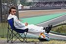 Rosberg ma megismételte a napozós Alonso mémet - csak a nap hiányzott!