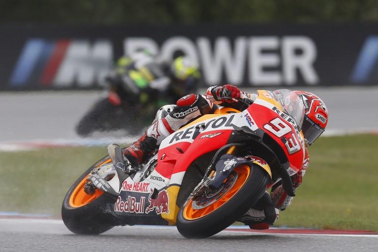 MotoGP: Marquez biztosra ment, aztán mikor már lehetett, elesett...