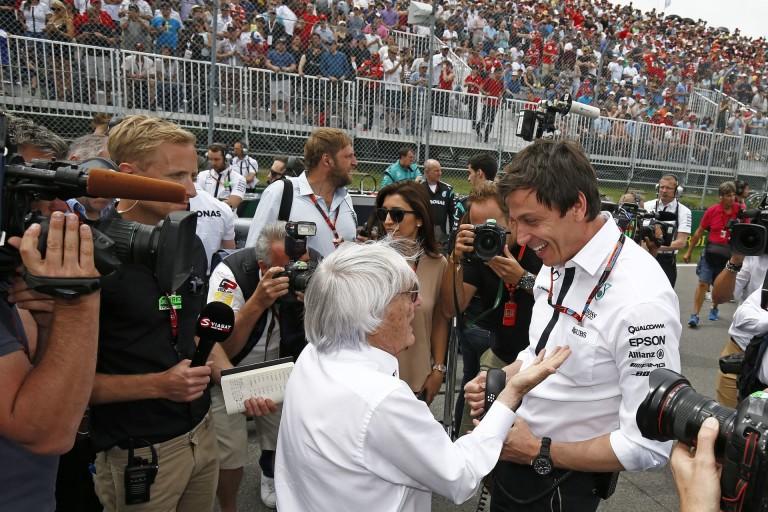 """Ecclestone: """"Jó, hogy a Mercedes segített a Ferrarinak - egy kicsit többet is lehetett volna!"""""""