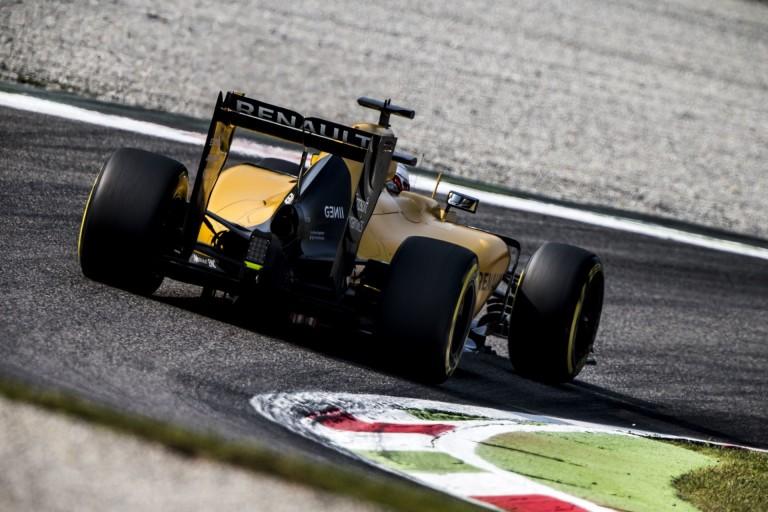 A Renault 2017-re halaszthatja a döntést: megpróbálják kivásárolni Sainz-ot?