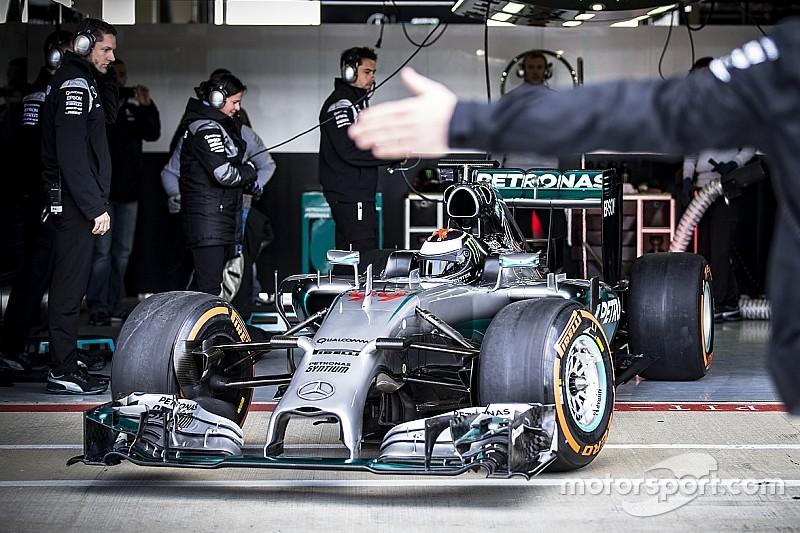 Erste Bilder: MotoGP-Champion Jorge Lorenzo testet den F1-Mercedes