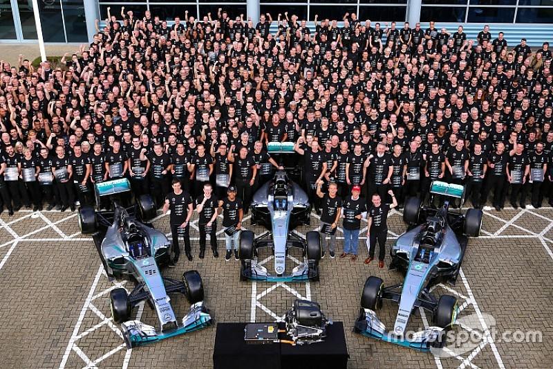 Mercedes celebra su tercer título de Constructores
