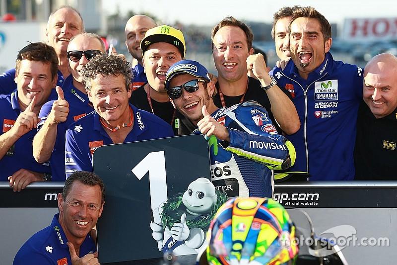 Rossi klopt Marquez in strijd voor de pole-position op Motegi