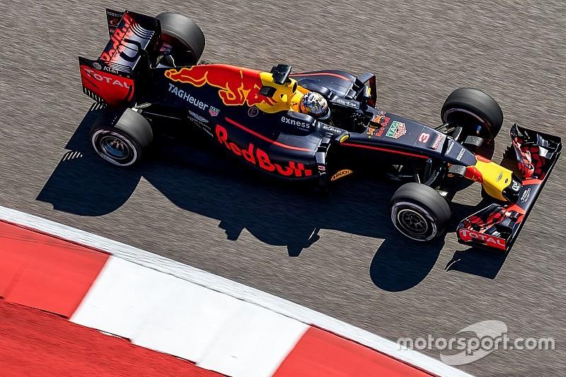 """Red Bull """"на одном уровне или быстрее"""" Mercedes, считает Риккардо"""