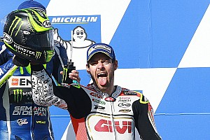 MotoGP Relato da corrida Crutchlow vê Márquez cair e vence segunda no ano; Rossi é 2º