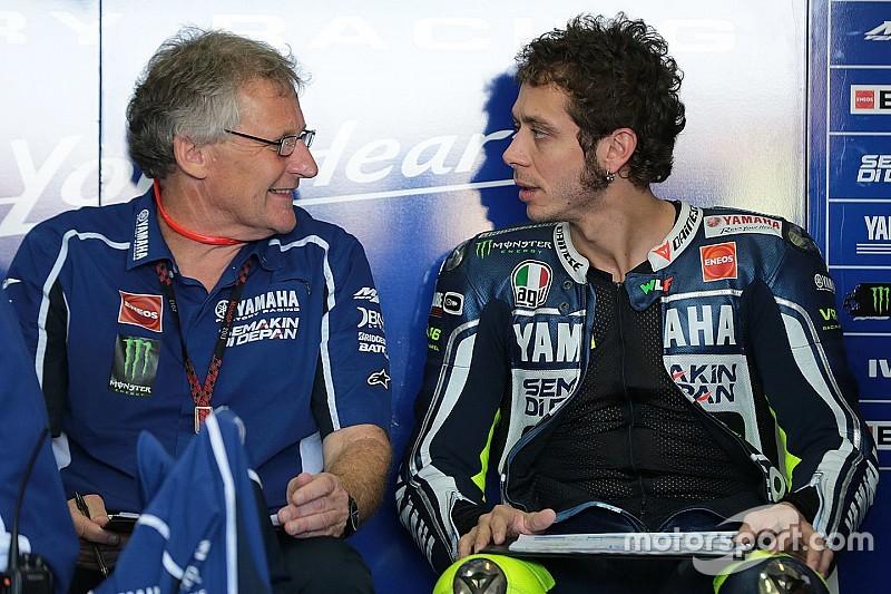 """Burgess: """"Por alguna razón, Rossi nunca ha ganado una carrera flag to flag"""""""