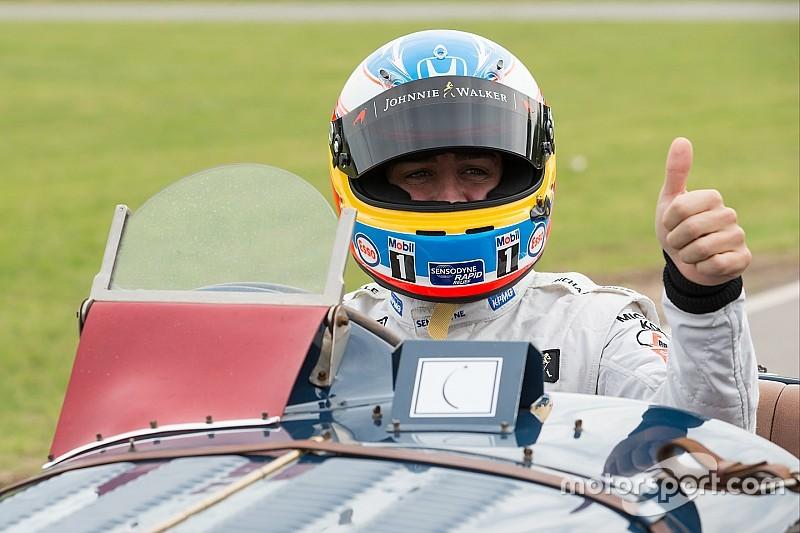 """Alonso bromeó con Sainz: """"Te quiero mucho, pero la próxima voy a por ti"""""""