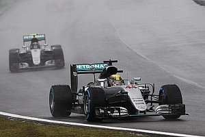 Fórmula 1 Relato da corrida Sob chuva, Hamilton vence GP do Brasil dramático; Massa bate