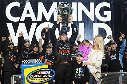 Johnny Sauter ist NASCAR Truck-Champion 2016