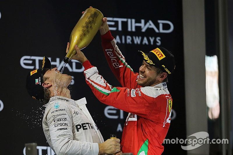"""Vettel: """"Het mag duidelijk zijn dat ik Rosberg niet vervang"""""""