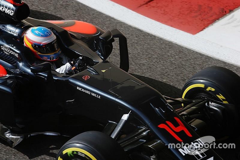 """McLaren: """"Alonso tiene contrato con nosotros y está feliz"""""""