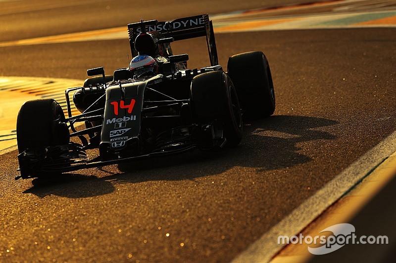 Alonso laat aan McLaren-personeel weten dat hij blijft