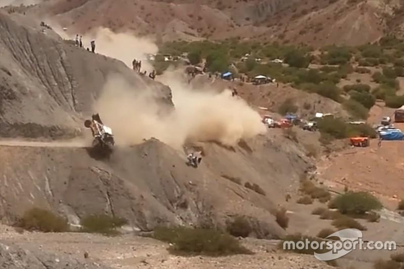 Vídeo: dos tomas del fuerte accidente de Carlos Sainz en el Dakar 2017