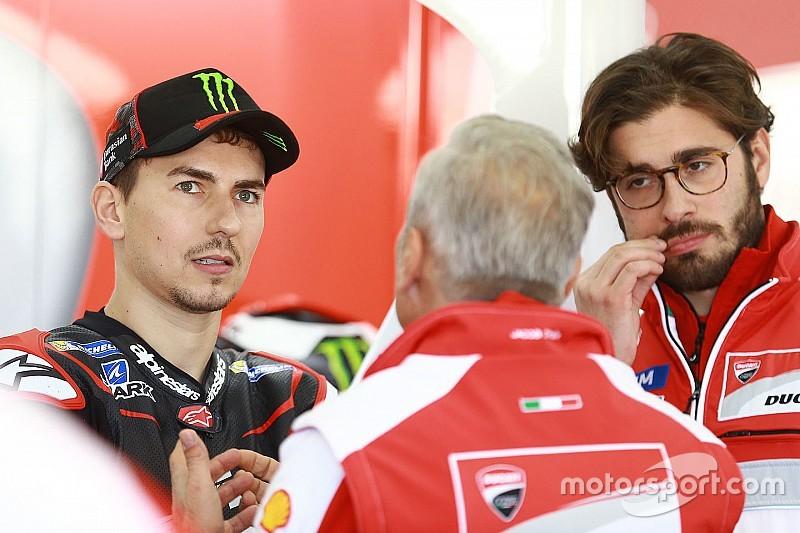 Lorenzo visitó la fábrica de Ducati el día antes de su presentación