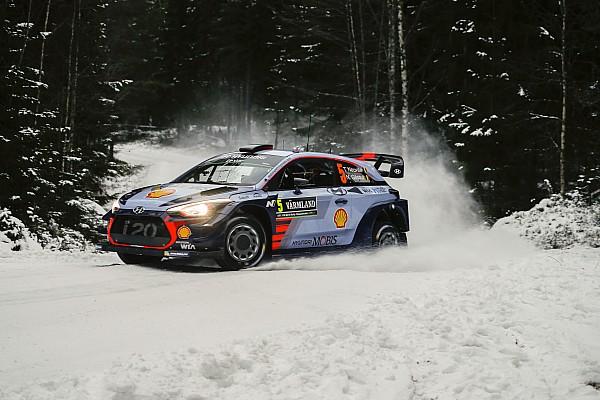 WRC in Schweden: Neuville schnappt sich die Führung