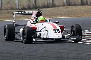 Indian Open Wheel Jelentés a versenyről MRF Challenge: Newey ismét nyert, Schumacher ütközött