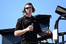 NASCAR-Besuch: Carl Edwards kommt mit Helm und Overall