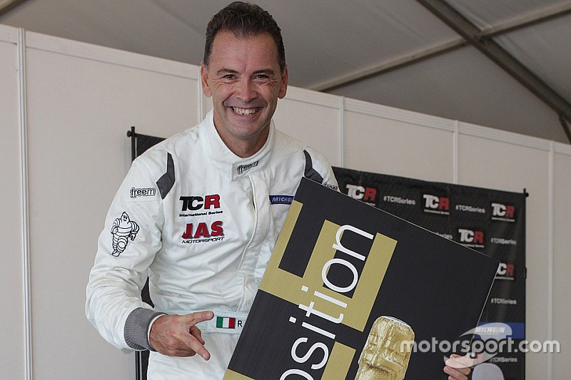 tcr-sepang-2016-pole-position-for-robert