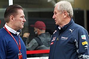 Jos Verstappen observeert Red Bull-talenten voor Dr. Helmut Marko