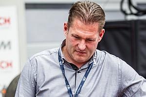 Йос Ферстаппен потребовал уволить Чарли Уайтинга