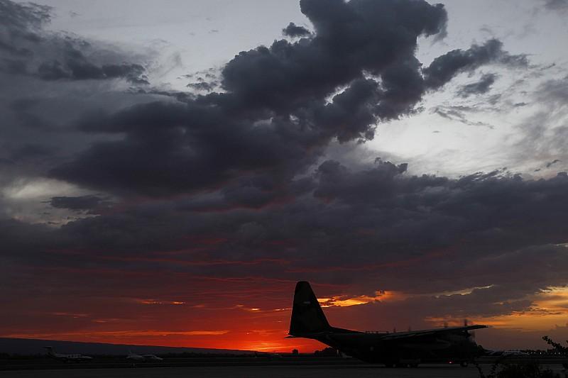 """Відео: як """"Руслани"""" Ан-124 врятували Дакар-2000"""