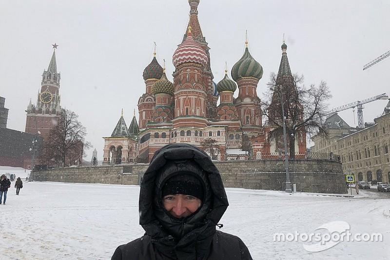 Williams гуляет по заснеженной Москве: фото