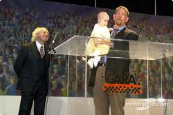Le révérant Hunter Floyd et Mark Wingler et sa fille, Madison