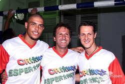 Juego de futbol a caridad de Hope for Children: Ronaldo, Zico y Michael Schumacher